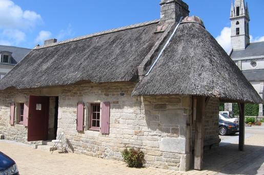 maison de toit de chaume bretonne