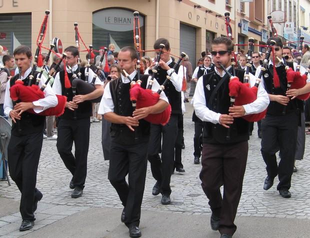 Bretons lors de la Fête des Pommiers à Fouesnant
