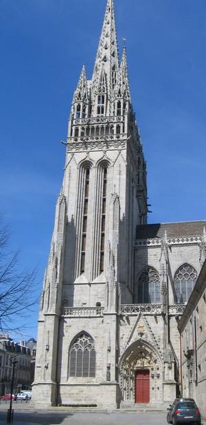 La façade de la cathédrale de Quimper