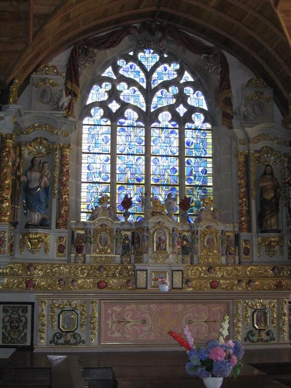 autel Sainte Marie du Menez Hom à Plomodiern